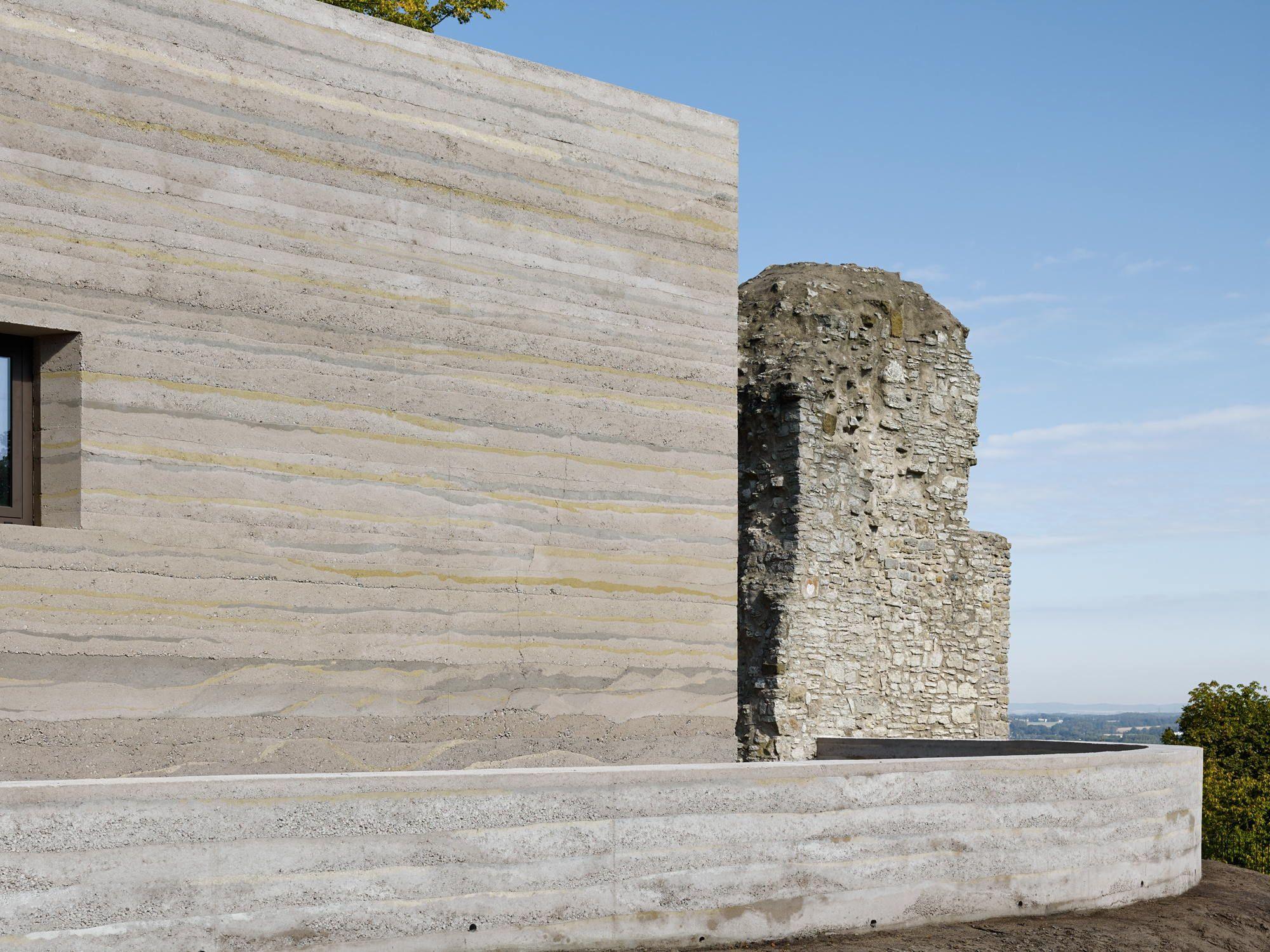 Poesie in Stampfbeton - Besucherzentrum in Bielefeld von ...
