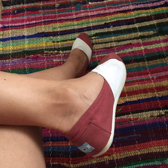 Maroon & White TOMS slip ons W7 Only used these 2x! Super cute and comfy shoes! TOMS Shoes
