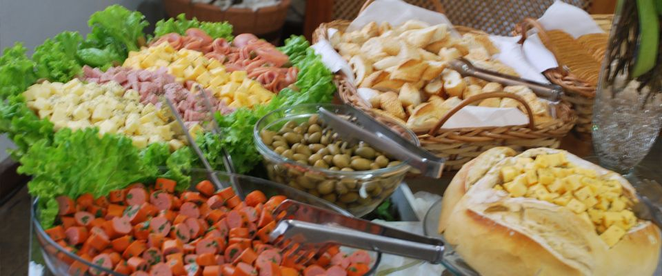 Mesa de p es e frios pesquisa google motivos de festas - Mesas para buffet ...