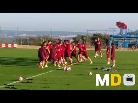 La 'pelea' de Manquillo con Simeone en el juego del Profe Ortega - YouTube