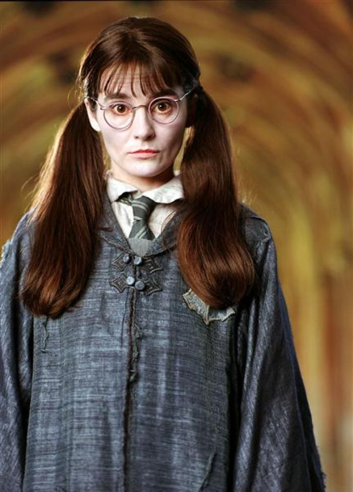 Baby Voiced And Versatile British Actor Shirley Henderson Played 14 Year Old Moaning Myrtle In Har Harry Potter Costume Moaning Myrtle Harry Potter Printables