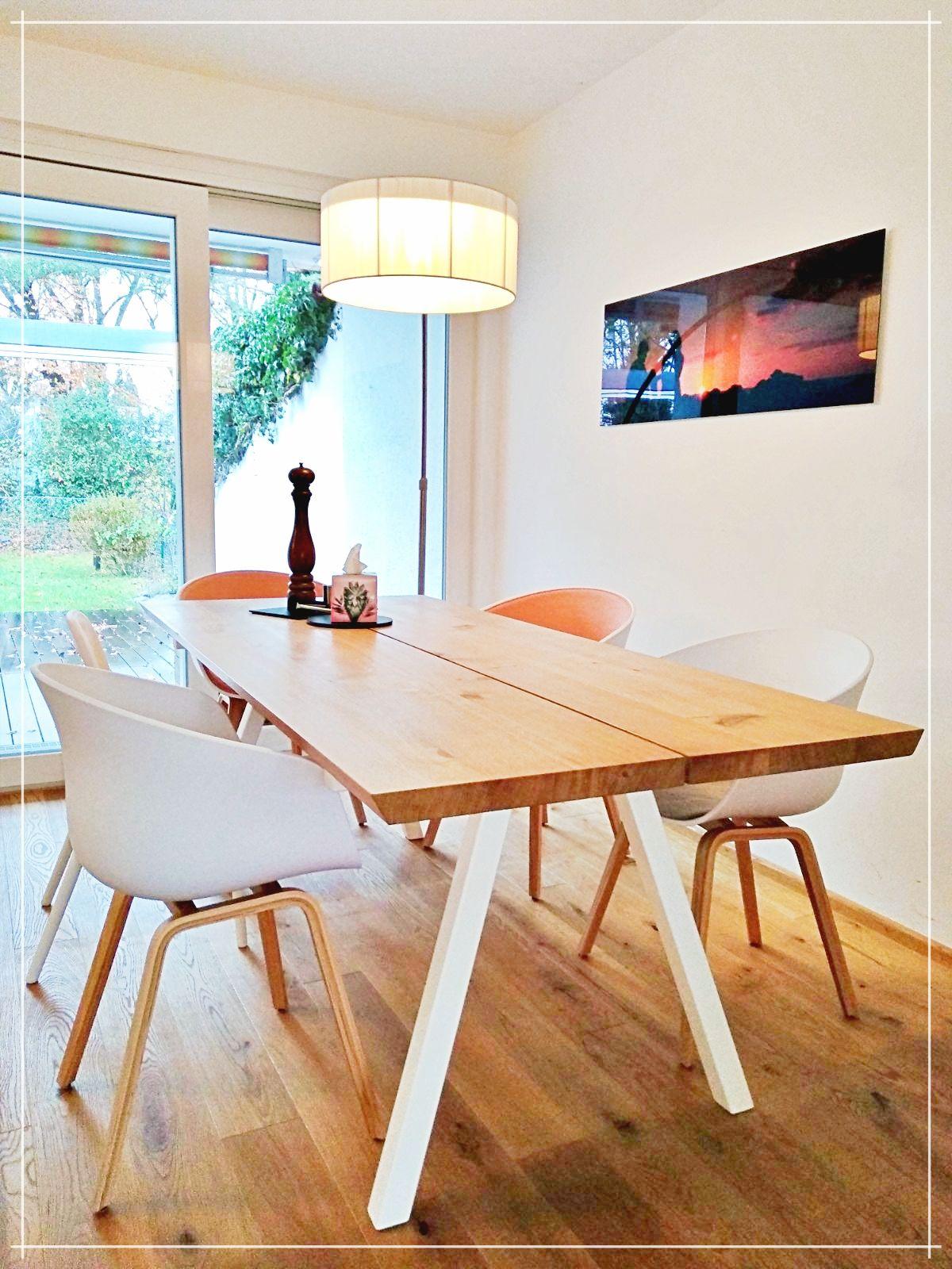 Esstisch skandinavisches Design, Tischplatte aus Holz ...