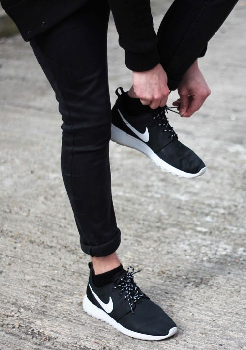 304369ee66bda Black + white Nike Roshes with black jeans.