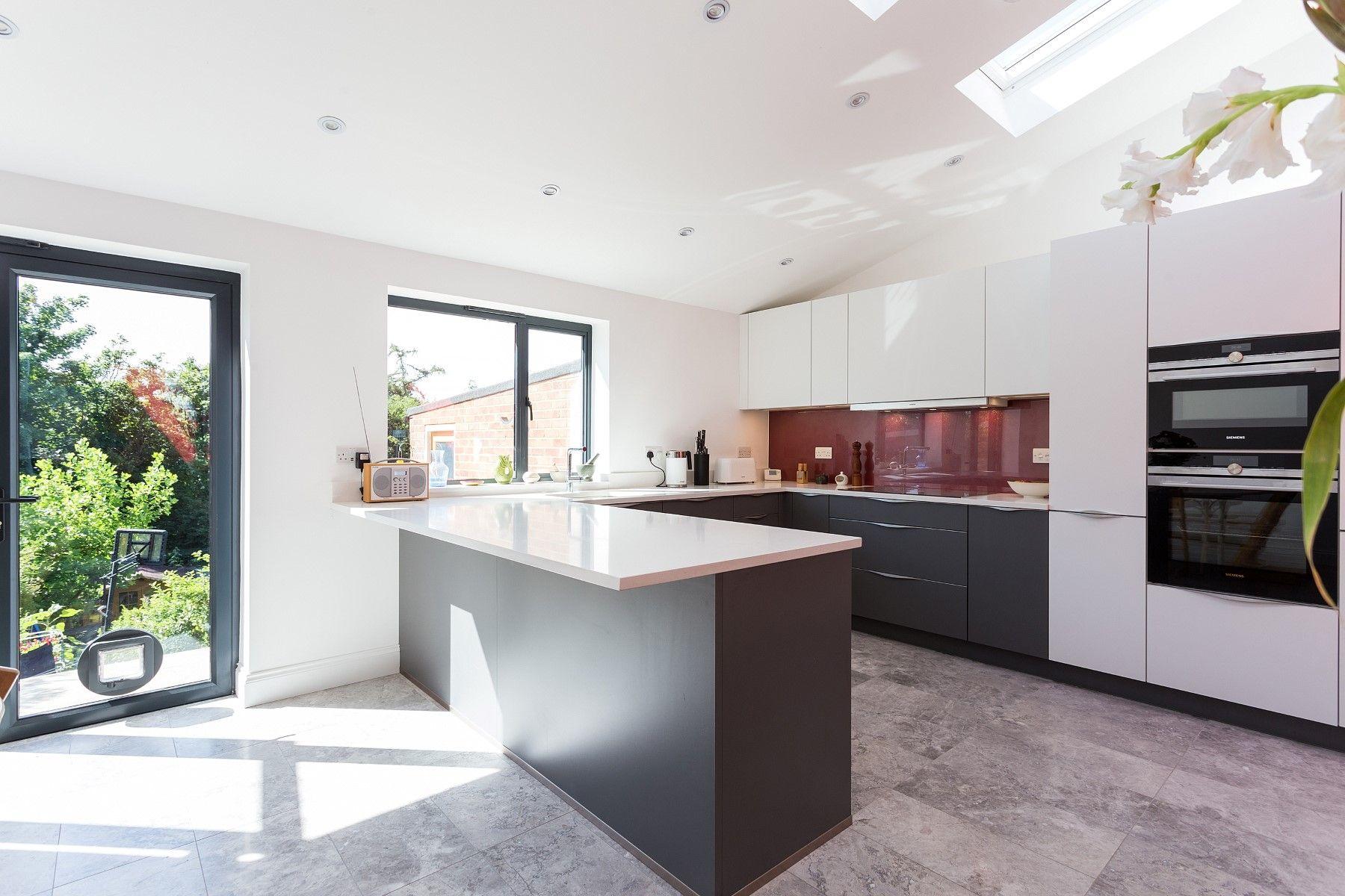 Matt Quartz Grey and White Nolte Kitchen with top mounted handles ... | {Nolte küchen magnolia matt 27}