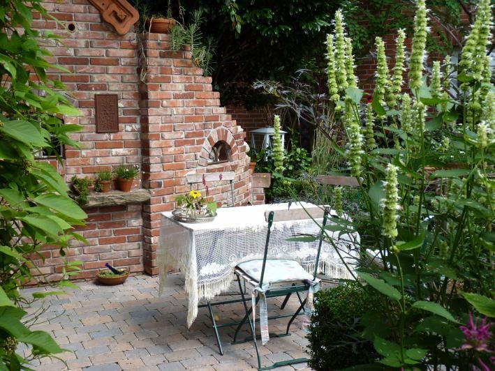 Im Trend Eine Ruine als Gartendeko Sitzplatz, Gärten und Gartendeko - sitzplatz im garten mit steinmauer