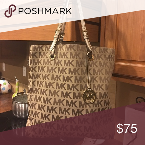 Micheal Kors Purse Gently worn no tears or stains Michael Kors Bags Totes