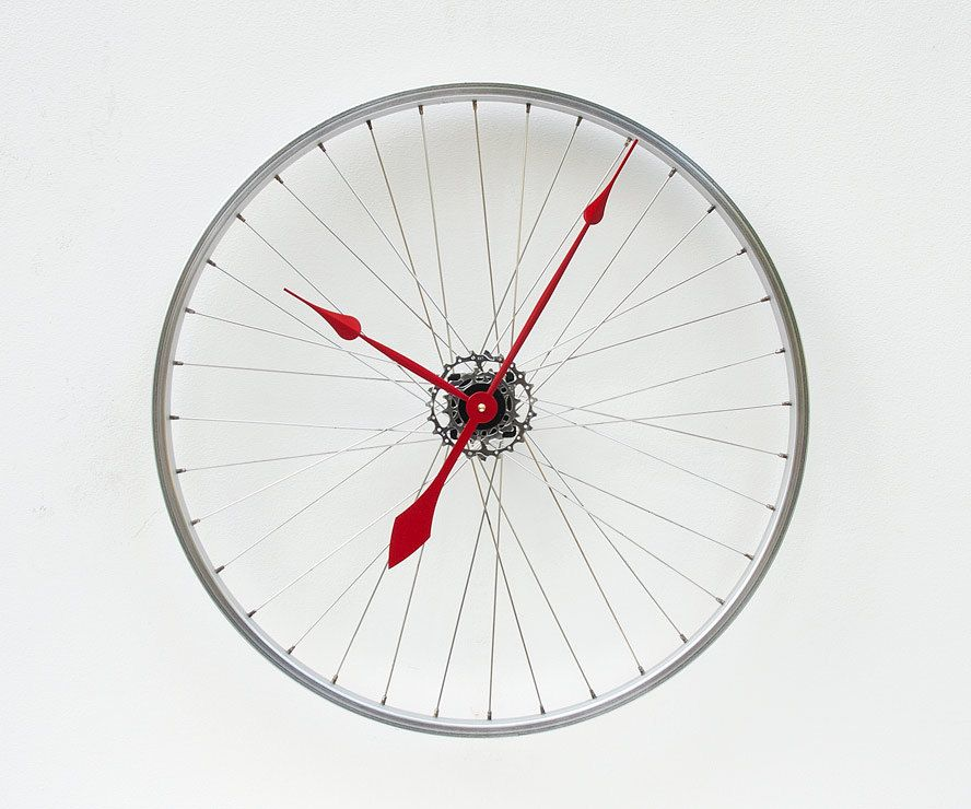 Recycled Bike Wheel clock - Nice!