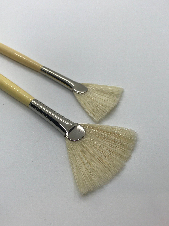Isabey Fan Brushes 6089 Sizes 3 And 5 Hog Fan Bristle Artist Brushes Artist Gift Painting Brushes Fan Brush Set Oil Painting Acrylic In 2020 Fan Brush Brush Oil Paint Brushes