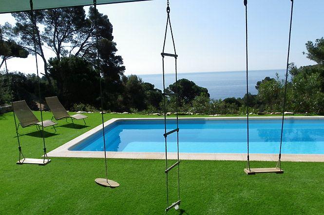 La piscine de la location de luxe sur la mer a Cadaques, Espagne - location saisonniere avec piscine privee