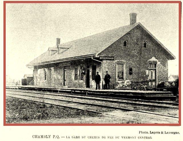 FORT CHAMBLY, Québec- la gare du chemin de fer du Vermont Central Railroad  (vieux) vernacular style architecture
