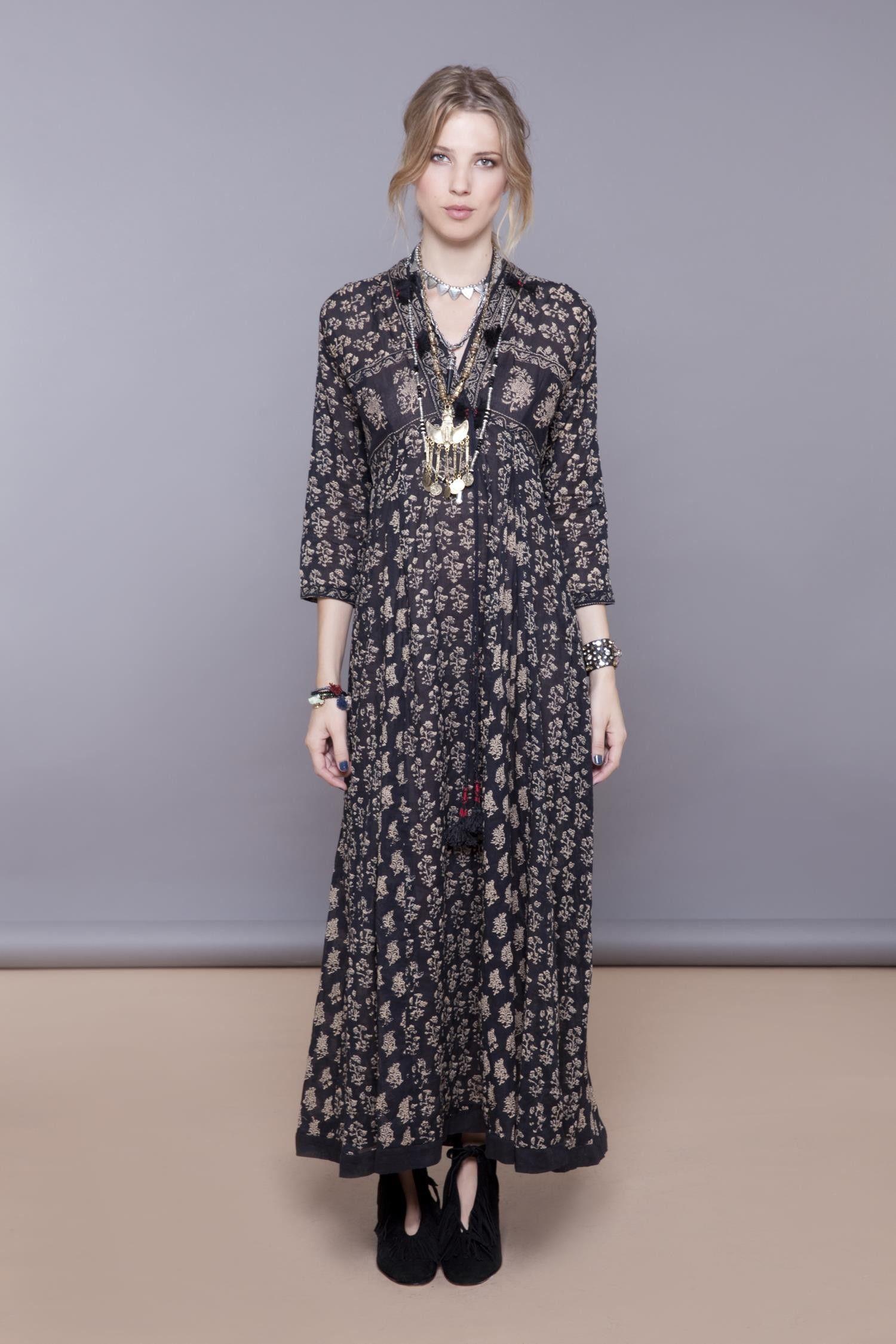 Vestido negro rapsodia 2019