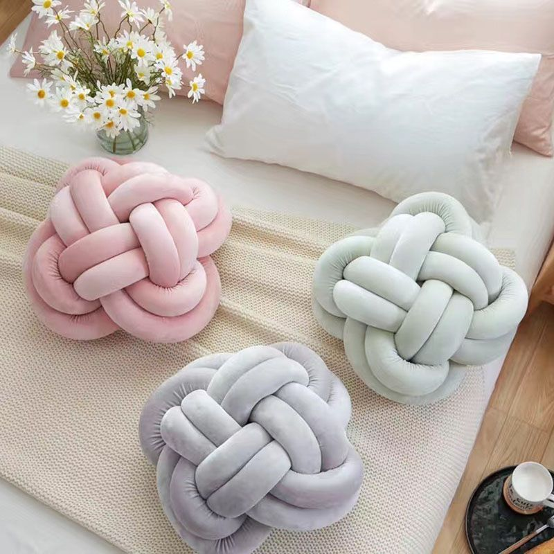 Must Try This DIY Knot Pillow It Is Effortless And Costs Almost Cool Decorate Your Own Pillow