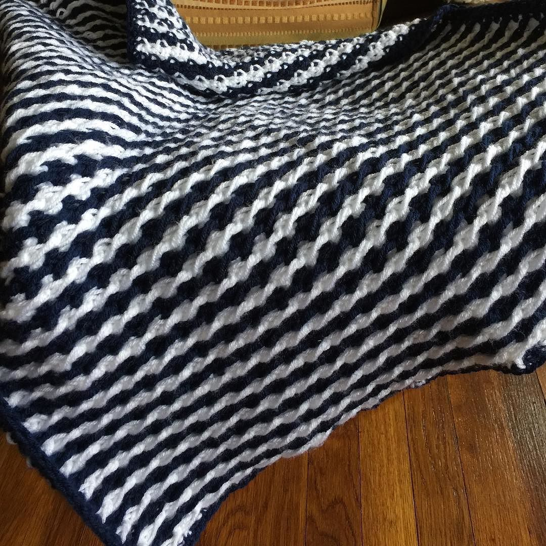 Baby blanket in #UCONN colors. #babyblanket #crochet365 #crochetpattern #crochetersofinstagram by ambassadorcrochet