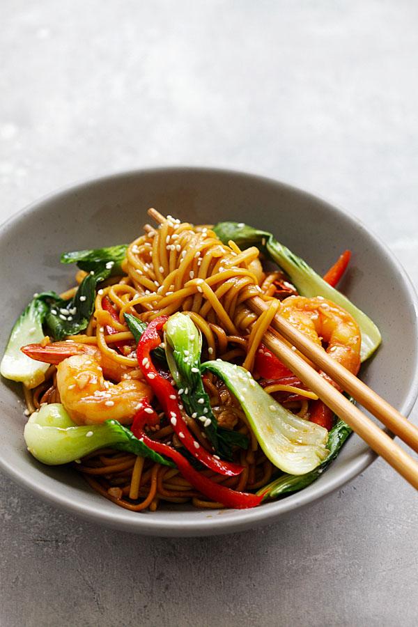 Shrimp Lo Mein Best Chinese Recipe Rasa Malaysia In 2020 Easy Chinese Recipes Recipes Asian Recipes