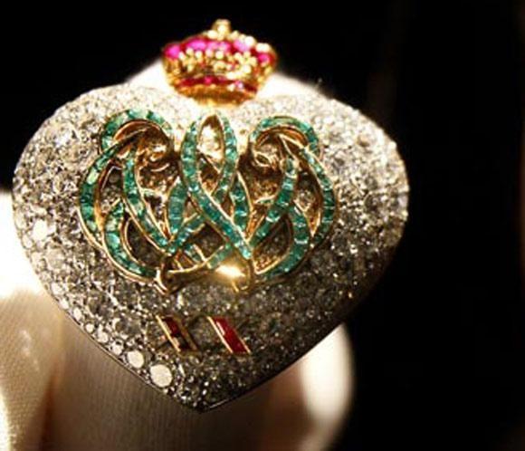 La casa de subastas Sotheby's ha organizado una exposición que recorrerá varios países, pasando por Londres, Hong Kong, Moscú, Nueva York y Ginebra, para mostrar las fabulosas joyas que Eduardo VIII regaló a Wallis Simpson durante su historia de amor.