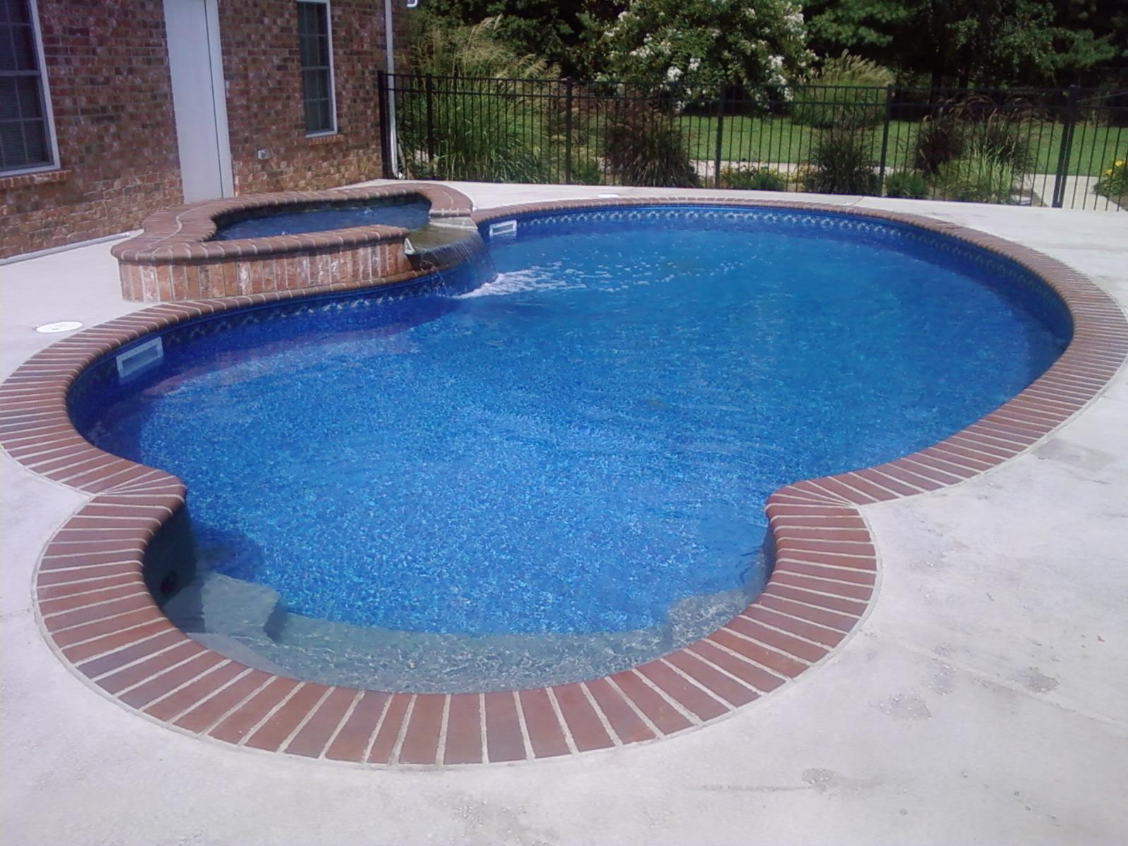Built By Anderson Pools And Spas, Murfreesboro, TN 14 X 28 Kidney Shape  Vinyl