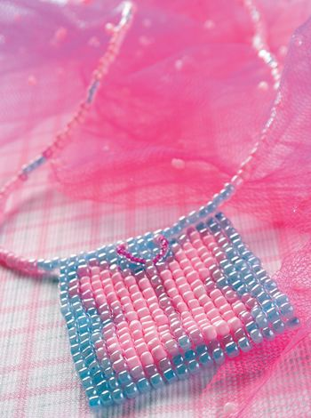 Collar de mostacillas Compra el patron con las instrucciones en www.eviadigital.com y regalale este lindo proyecto a la personita que mas queres♥