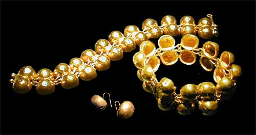 Gold bracelet and earrings Roman 1st century C.E.
