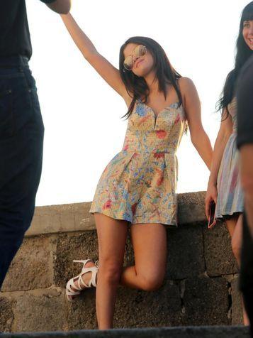 Selena Gomez con un abito fiorato