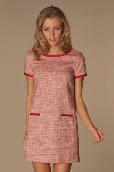 Chique tweed A-lijn jurk van Paul   Joe Sister met contrasterende bies. Deze 9be54a10359e