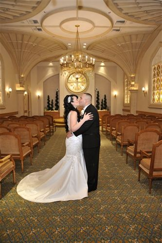 Beautiful And Intimate The Wedding Chapel At Excalibur Las Vegas Is The Perfect Venue For Your Chapel Wedding Las Vegas Weddings Las Vegas Wedding Inspiration