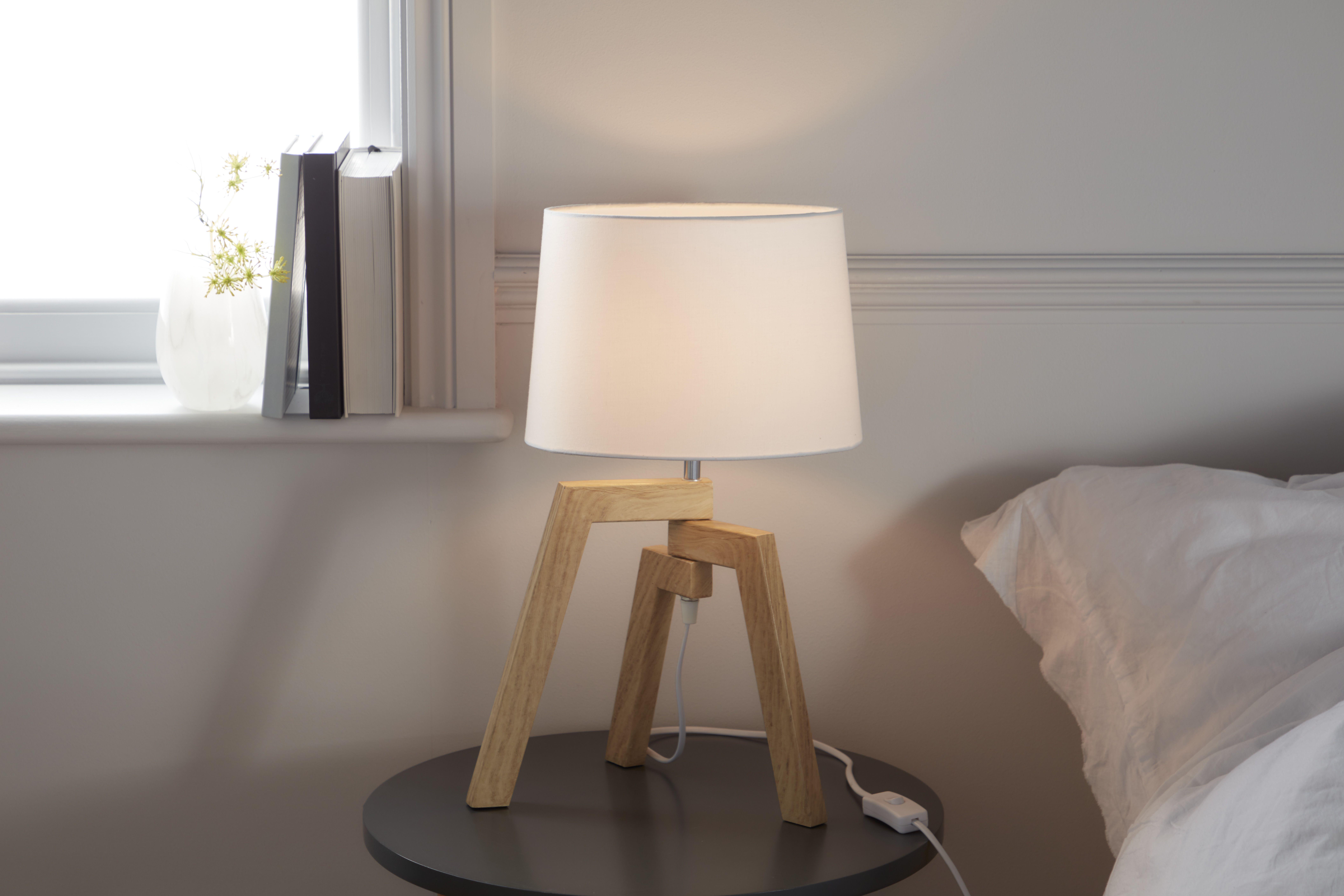 Lampa Stolowa Goodhome Trianoy 1 Punktowa E14 Biala Drewno Lampy Stolowe Home Decor Tripod Lamp Decor