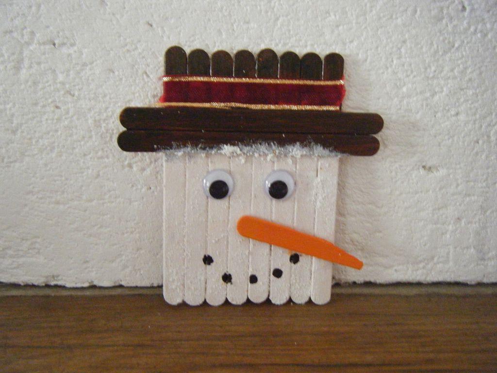 Bonhomme de neige en bâtonnets de glace