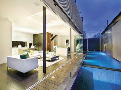 Casas minimalistas y modernas piscinas en patio interior for Piscinas rectangulares modernas