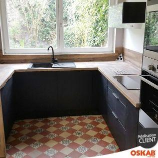 cuisine noire mate et bois en u avec passe plat cuisine noir mat cuisine noir et noir mat. Black Bedroom Furniture Sets. Home Design Ideas