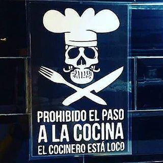 WEBSTA @ happinesscook - No pude contenerme, se está cocinando algo magnífico tras las puertas de este nuevo y hermoso proyecto de @happinesscook crucen los dedos... y acompañenme con su energía desde allí! RECUERDEN QUE SON UN PILAR FUNDAMENTAL DE ESTE PROYECTO!#cocinero #crazy #loco #cook #chef #succes #cuisine