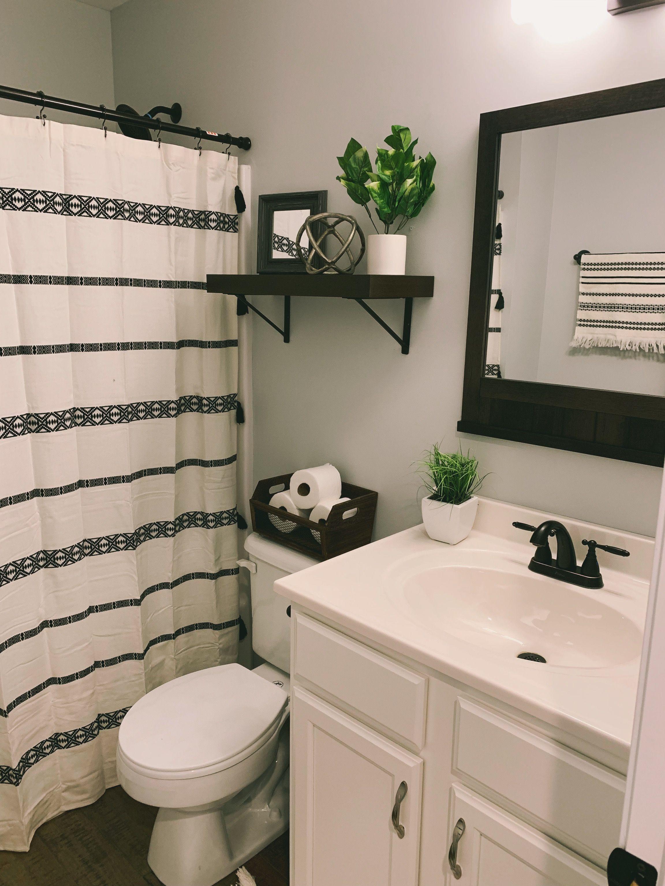 Boho bathroom   Bathroom decor apartment, Restroom decor, Small ...
