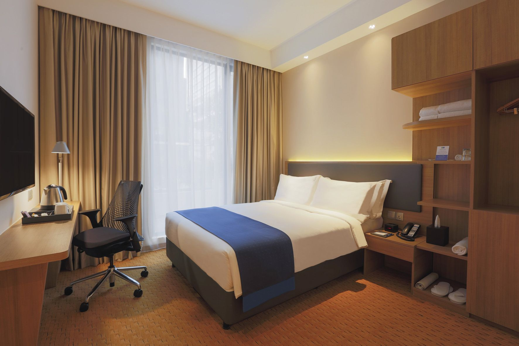 in room easy chair at holiday inn express singapore orchard road
