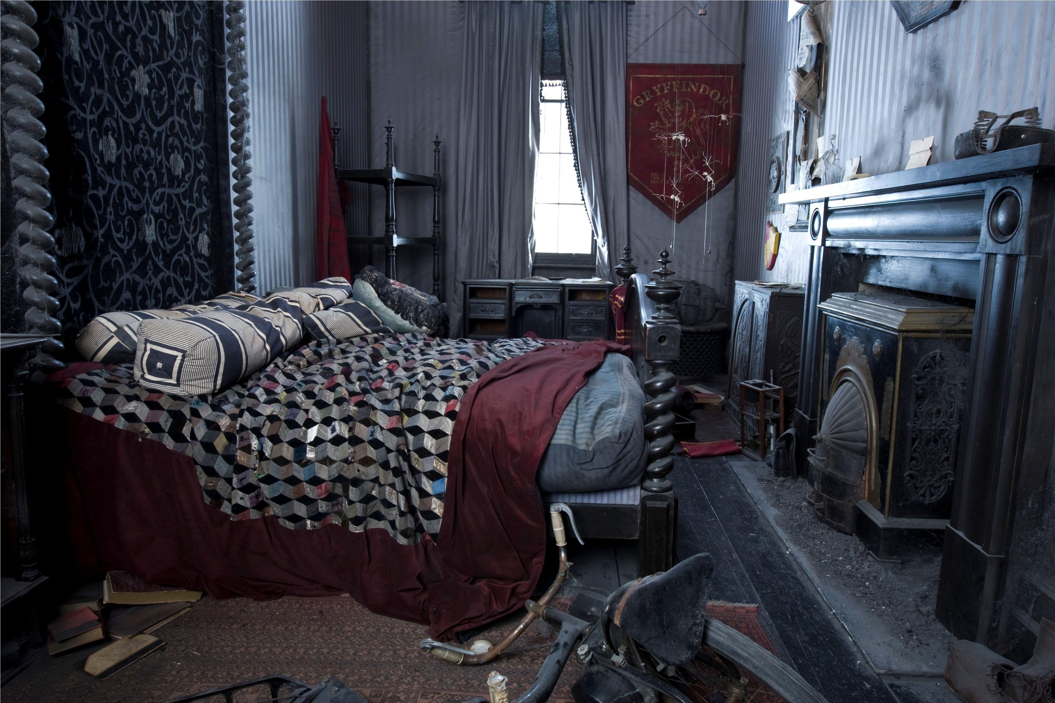 Sirius Black 39 S Bedroom Harry Potter Wiki Fandom Powered By Wikia Harry Potter Bedroom Harry Potter Room Black Rooms