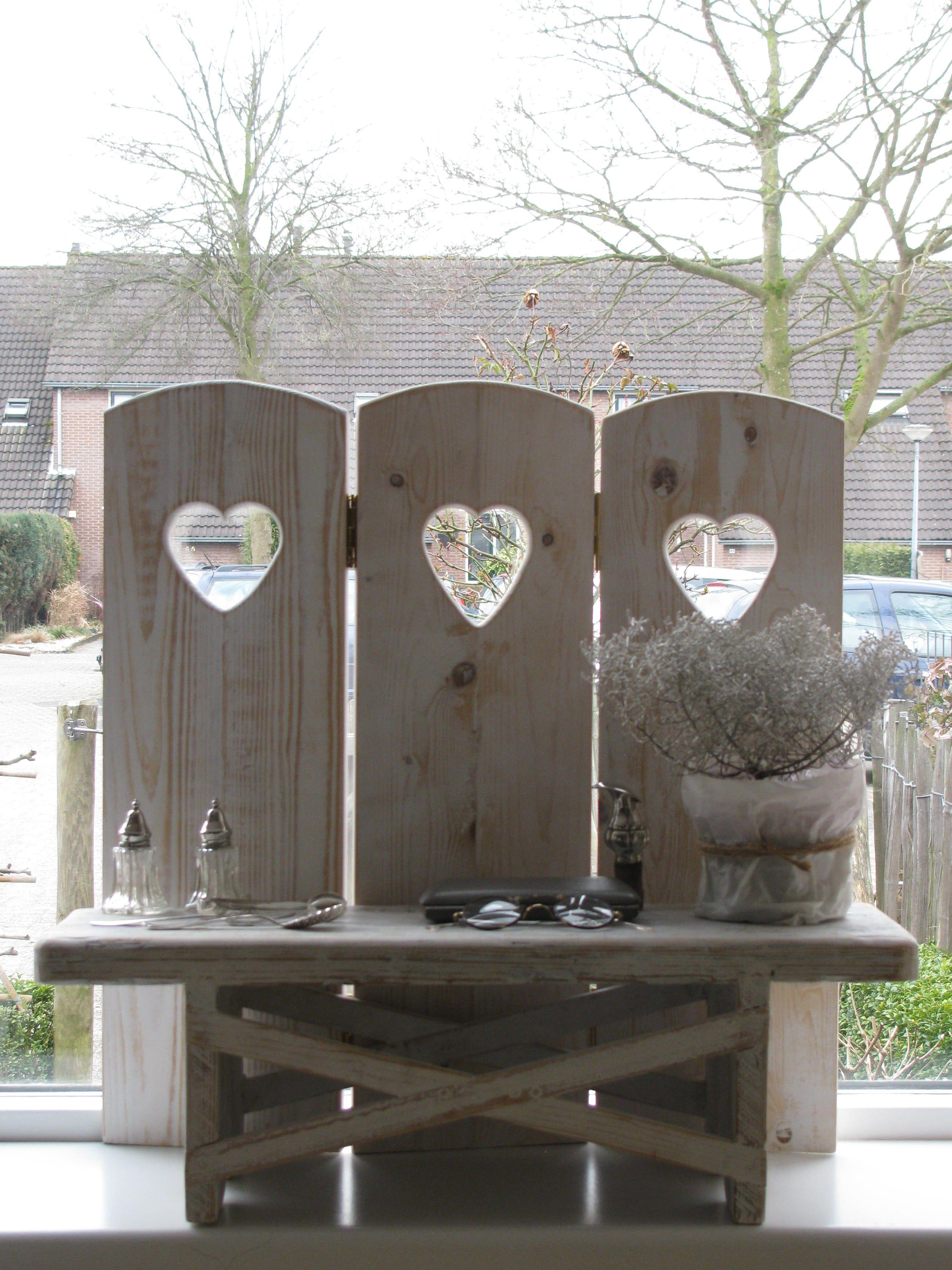 Raamscherm 3 Luik Rien Wit Met Hart Wooden Window Screen With Heart Www Desoetelaer Nl Raamdecoratie Kamerscherm Deco