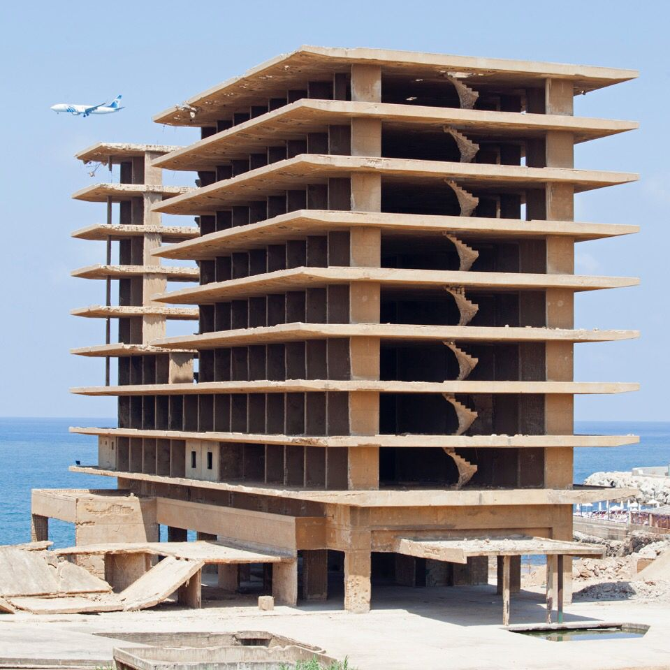 Beirut abandonned building, Photography by Serge Najjar