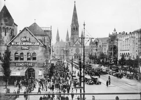 1930 Hardenbergstrasse und Kaiser Wilhelm Gedaechtniskirche