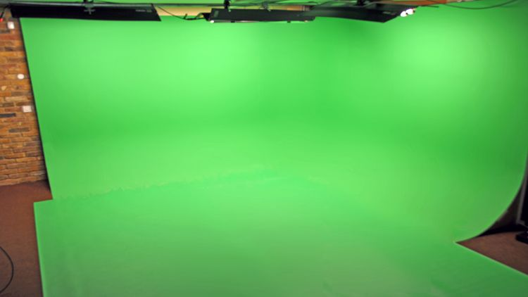 one empty green screen space 225 sq ft green chromakey infinity