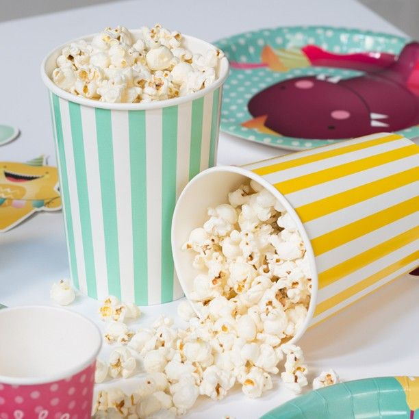Colourful popcorn buckets for fun, festive gatherings. Price per pack of four DKK 12,90 / SEK 17,90 / NOK 18,60 / EUR 1,84 / ISK 344 / GBP 1.77