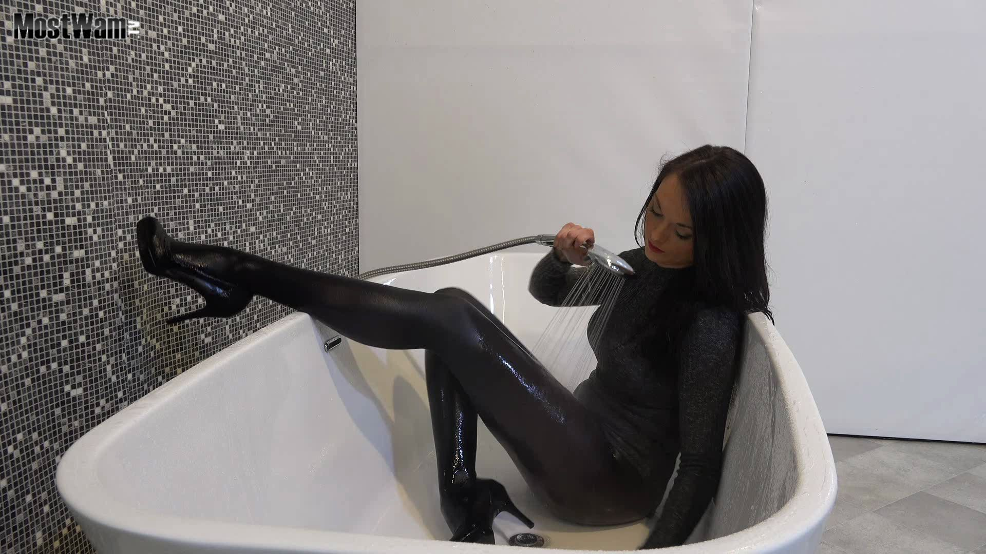 Pin by Sherleigh on bed n bath   Mirror selfie, Girly