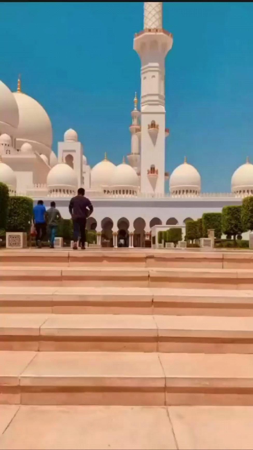Mashallah Beautiful Mosque in the world..