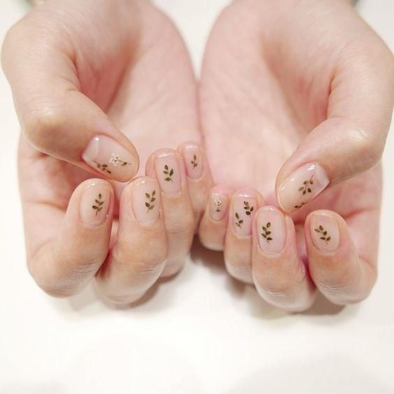 Minimal Nails Art