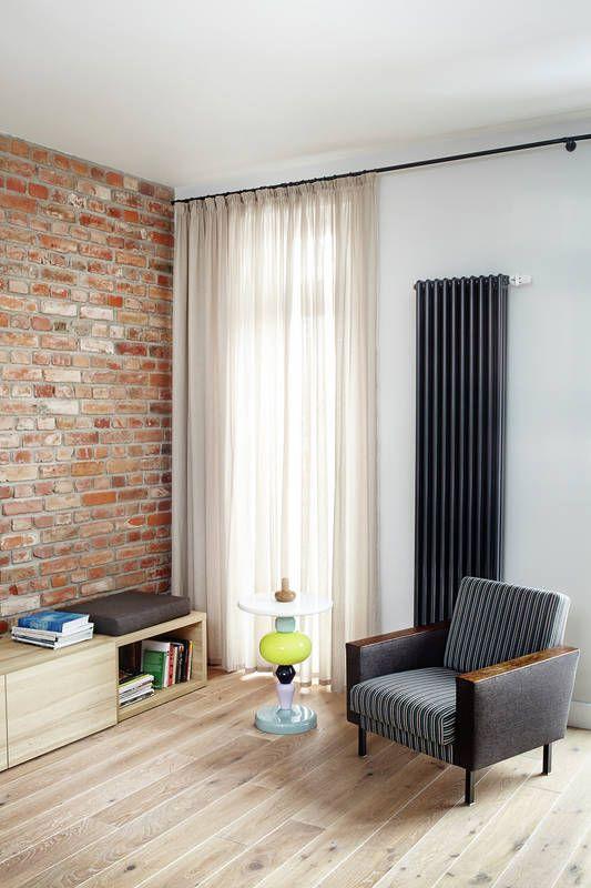 Ozdobny Grzejnik W Salonie Jak Urzadzic Salon Aranzacja I Wystroj Wnetrz Colourful Living Room Decor Interior Design Living Room Home Decor