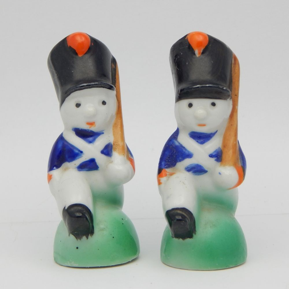 Sold Pre Owned Set Of Vintage Novelty Collectible Salt And Pepper Marching Pants Black Shakers Figural Toy Soldiers With Blue Jacket White Tall