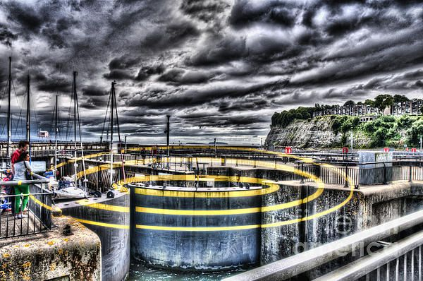 Concentric Circles Cardiff Bay Barrage By Steve Purnell Cardiff Bay Street Art Cardiff