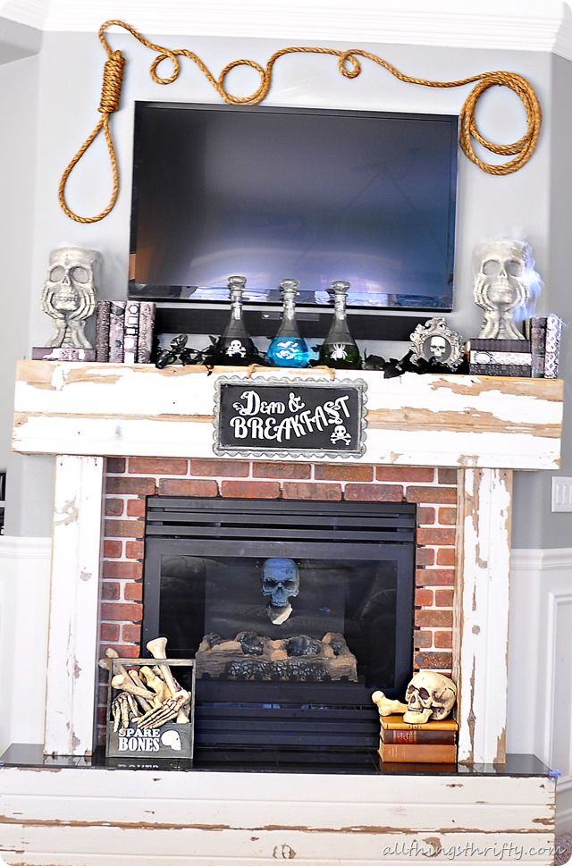 Really cute and easy Halloween Mantle! I love this!! DIY