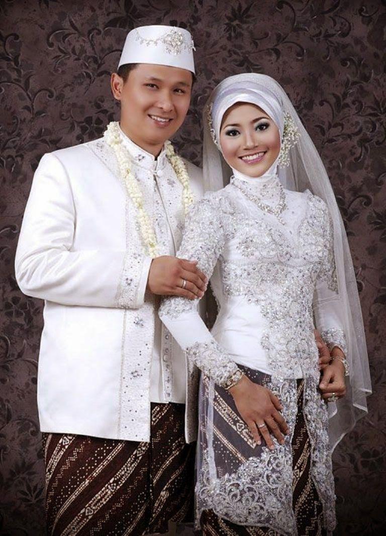 Kebaya Akad Nikah Muslim  Baju pengantin, Pengantin, Gaun pengantin