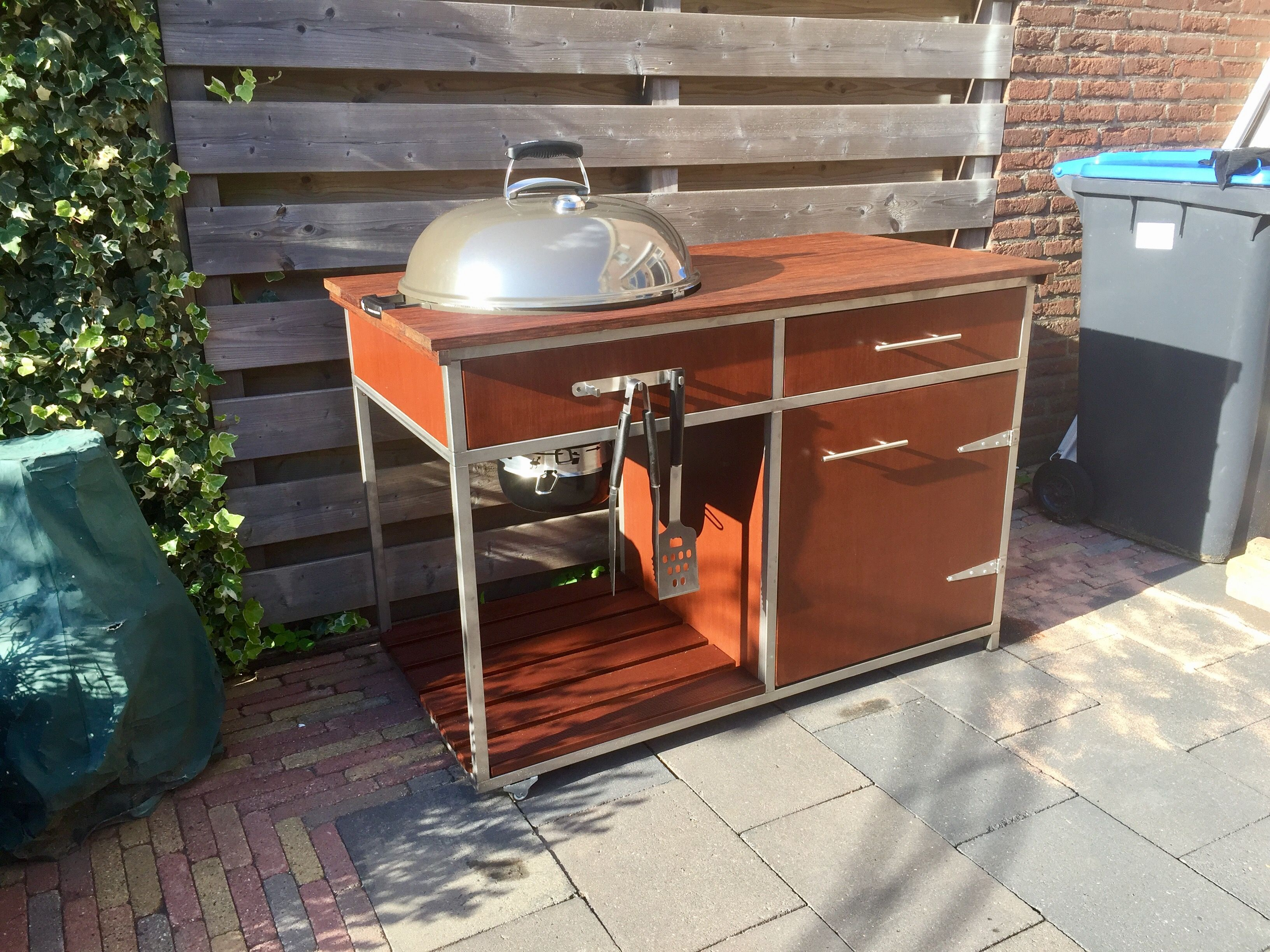 Outdoor Küche Weber Kugelgrill : Weber grill in outdoor küche integrieren outdoorküche gemauert mit