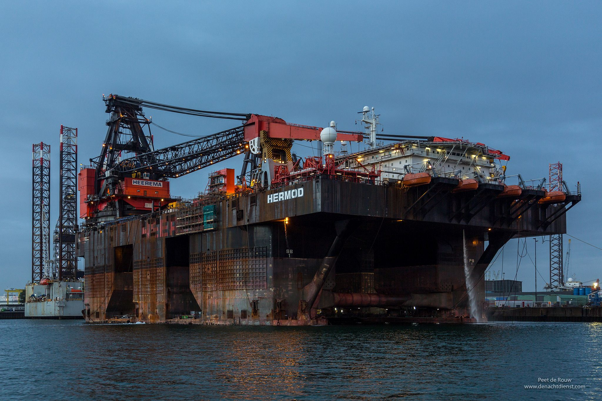 https://flic.kr/p/Mxe8qG   SSCV Hermod   Semi Submersible Crane Vessel Hermod at the Keppel Verolme shipyard in the Port of Rotterdam.   For details about the Hermod: hmc.heerema.com/fleet/hermod/