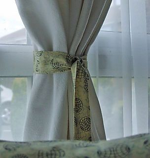 quick easy tie backs tutorial fabric scraps small projects to large quilts diy curtains. Black Bedroom Furniture Sets. Home Design Ideas