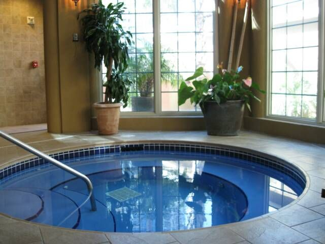 Indoor jacuzzi - better in the mountains Mountain Lodges - jacuzzi interior